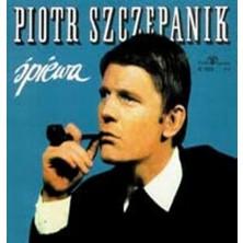 Śpiewa Piotr Szczepanik